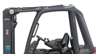 Mechanic separation of the steering axle, drive unit, and mast in the X20 – X35 electric forklift trucks from Linde Material Handling