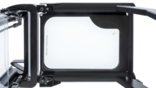 The armored glass panoramic roof from Linde Material Handling protects the driver and enables a clear view.