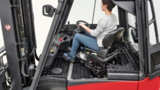 Rotatable driver's cabin of a Linde truck