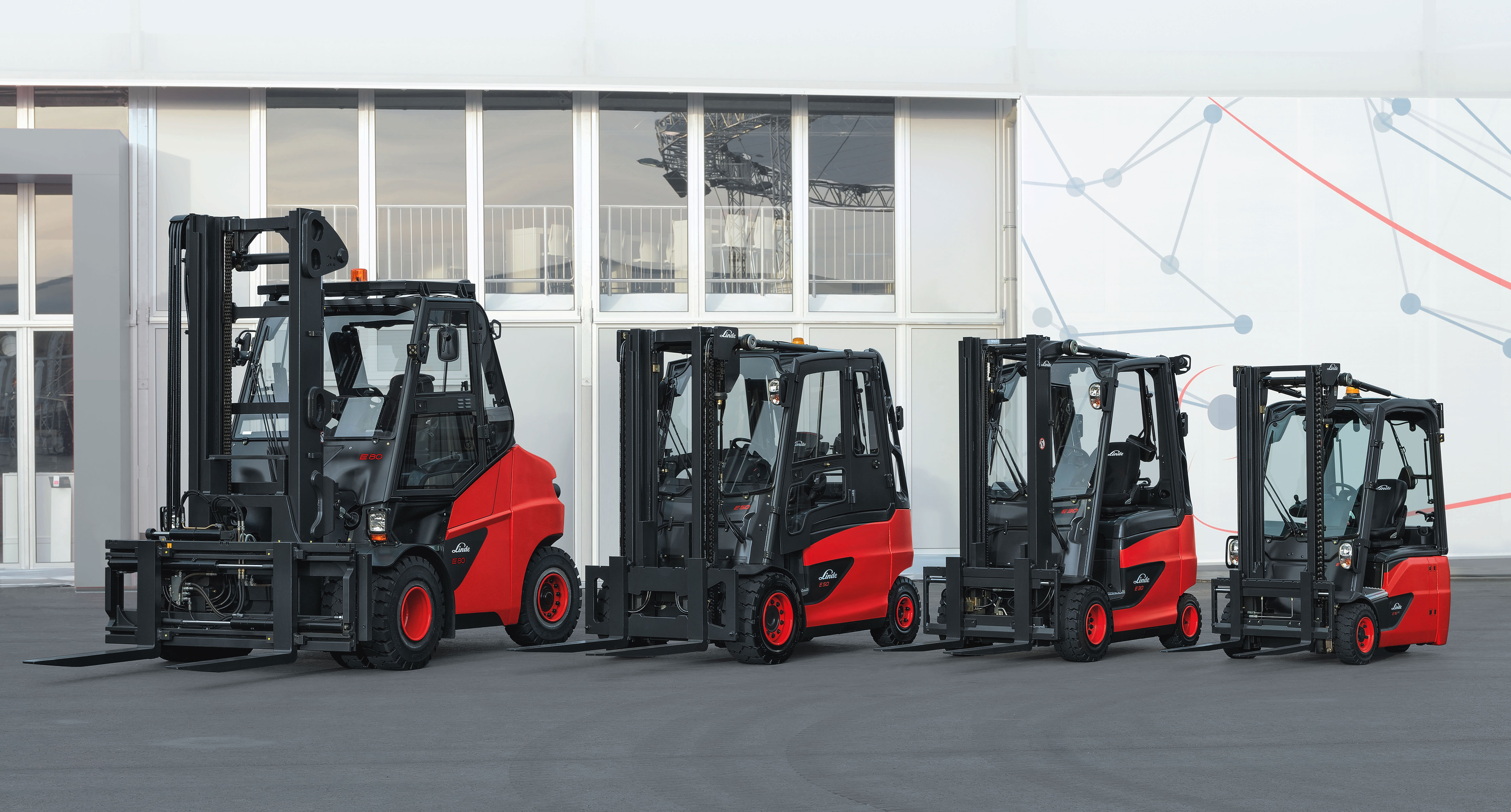 electric forklift trucks from linde material handling. Black Bedroom Furniture Sets. Home Design Ideas