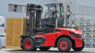 IC-truck with rotatable driver's cabin facilitates driving back worth with heavy load which increases the productivity.