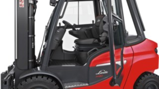 Outside view of the driver's compartment of a Linde forklift truck