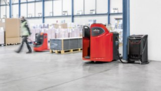 Linde pallet truck powered by Linde's Li-ION technology