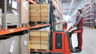 Load backrest for pallet stackers from Linde Material Handling