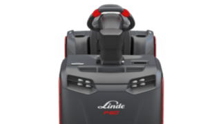 The electric tow tractor P40–P60 C from Linde Material Handling can be equipped with different LED lighting options.
