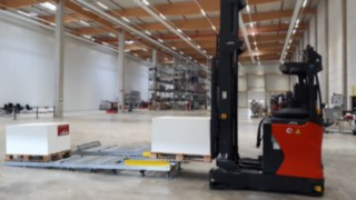Automated R-MATIC reach truck from Linde Material Handling putting down goods.