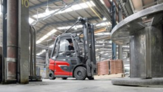 Linde Material Handling E30 electric forklift truck transports goods in the warehouse