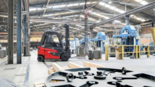 The new E30 electric forklift truck from Linde Material Handling undergoes field test at WDI Hamm
