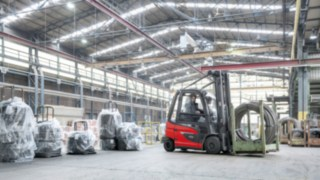 Linde Material Handling E30 electric forklift truck in operation