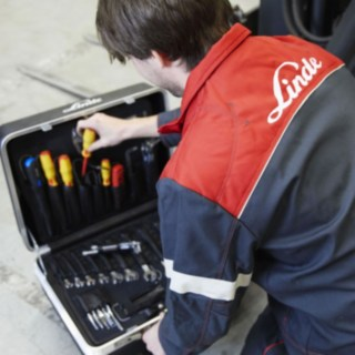 Service technician from Linde Material Handling with cases