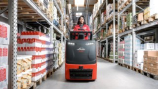 N20C order pickers from Linde Material Handling in the warehouse