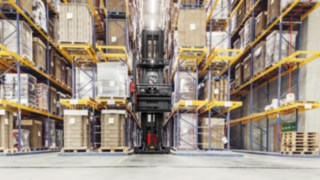 The K combination truck from Linde Material Handling uses Linde Warehouse Navigation to move unerringly through the high rack warehouse