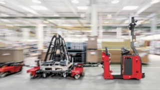 Automated Linde tow tractor with Linde load train for line supply in production