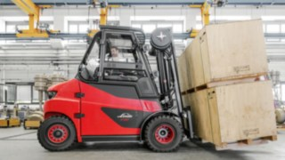 The Linde E60 - E80 offers electric power for up to 8 tons payload.