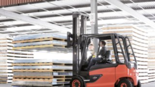 Electric forklift truck from Linde with lithium-ion technology