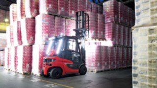 Linde forklift truck stacking fully loaded pallets