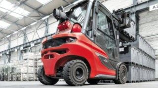 The Linde H20 – H35 diesel and gas forklift trucks in operation