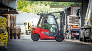 Linde forklift truck in a warehouse