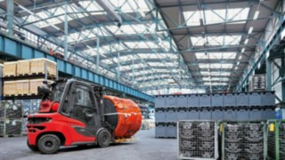 The Linde H20 – H35 diesel forklift truck in a warehouse