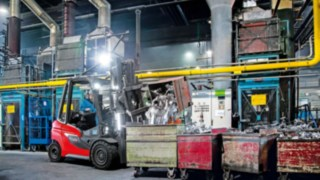 H20 – H35 gas forklift truck unloading with plenty of light