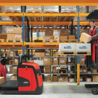 The Linde medium-height V10 order picker equipped with a walk-on platform and additional fork lift.