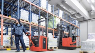 Pallet stacker with Linde Li-ION battery in use in a cold storage warehouse