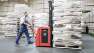 Pallet stackers from Linde in operation