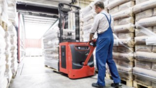 Linde pallet stacker with lithium-ion technology.