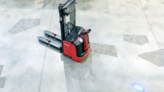 Refurbished pallet stacker from Linde Material Handling in the warehouse