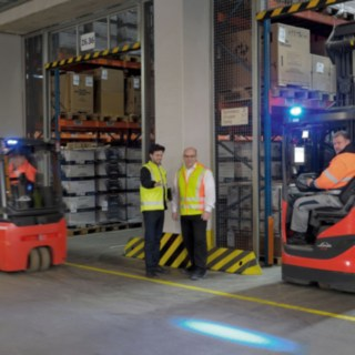 Linde Safety Scan - consultation in the warehouse, electric forklifts and reach trucks are equipped with the Linde Blue Spot.