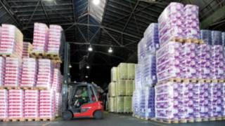 Linde forklift trucks in action at toilet paper manufacturer