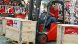 Forklift drivers master the course of the 2005 Forklift Cup in a Linde Material Handling forklift truck