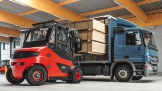 Electric forklift E60 - E80 from Linde Material Handling