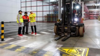 Consultants for the Linde Safety Guard develop customized safety solutions for the French plant of Coca-Cola European Partners France.