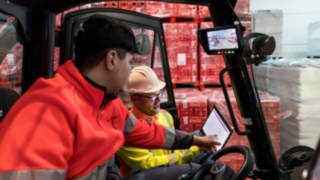 Forklift operator and Linde Safety Guard Consultant discuss the freely configurable warning zones of the Safety Guard