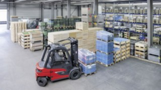 Video about the use of the X35 electric forklift truck at EOT