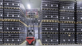 X35 electric forklift truck from Linde stacks drinks crates in the Ensinger warehouse
