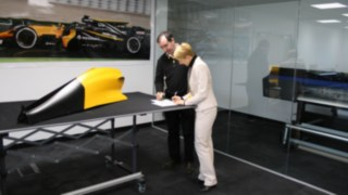 How Linde supports the Renault Formula 1 team every season by providing them with rental trucks