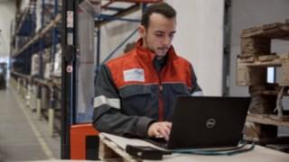 An employee from Linde Material Handling dealer Suffel looks after Reinheim-based Grass GmbH.