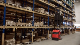 An employee working in the warehouse of Reinheim-based Grass GmbH with a Linde Material Handling V10 vertical order picker.