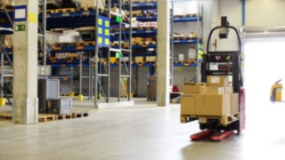 L-MATIC by Linde Material Handling in operation at HOLTER