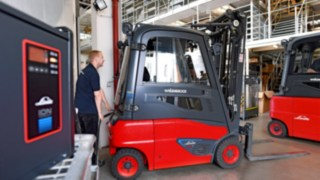 Linde electric forklift trucks at the NORA Centre Wolfsburg