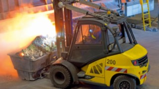 A Linde counterbalanced forklift truck loads the blast furnace at Novelis.
