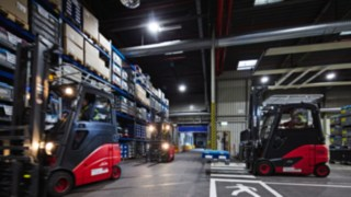 Forklifts with fleet management solution Linde connect in use at automotive supplier SMP