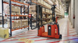 Automated L-MATIC AC pallet stacker from Linde Material Handling operates at Schneider Electric.