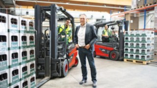 Staff at the Veltins brewery with the Linde Material Handling E30 electric forklift trucks