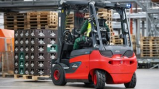 Electric trucks from Linde Material Handling transport beverage crates at the Veltins Brewery.
