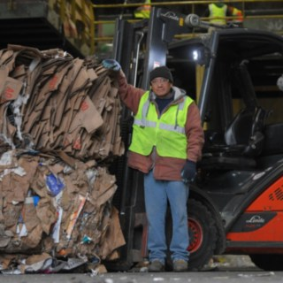 Willimantic employee stands in front of a ic-truck from Linde