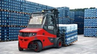 Linde IC-trucks move water palett by palett