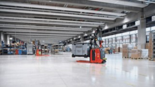 Two L-MATICs from Linde Material Handling in operation at the ebm-papst warehouse in Mulfingen